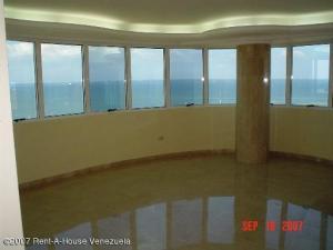 Apartamento En Venta En Maracaibo, Avenida El Milagro, Venezuela, VE RAH: 17-302