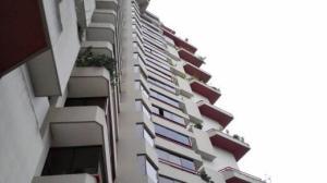Apartamento En Venta En Caracas, Lomas De Prados Del Este, Venezuela, VE RAH: 17-337
