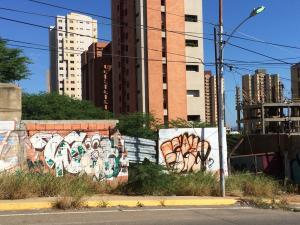 Terreno En Venta En Maracaibo, Avenida El Milagro, Venezuela, VE RAH: 17-363