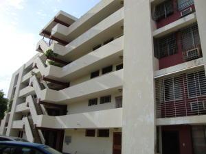 Apartamento En Venta En Maracaibo, Santa Rita, Venezuela, VE RAH: 17-371