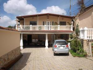 Casa En Venta En Los Teques, Macarena Sur, Venezuela, VE RAH: 17-592