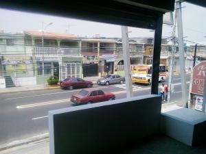 Local Comercial En Alquiler En Municipio San Francisco, San Francisco, Venezuela, VE RAH: 17-385