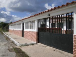 Casa En Venta En Rio Chico, Las Mercedes De Paparo, Venezuela, VE RAH: 17-393