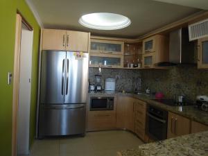 Apartamento En Venta En Maracaibo, El Milagro, Venezuela, VE RAH: 17-412