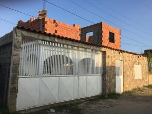 Casa En Venta En Tucacas, Santa Rosa, Venezuela, VE RAH: 17-506