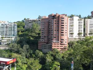 Apartamento En Venta En Caracas, Las Esmeraldas, Venezuela, VE RAH: 17-1409
