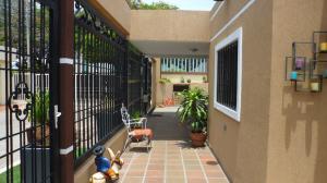 Casa En Venta En Maracaibo, Cumbres De Maracaibo, Venezuela, VE RAH: 17-493
