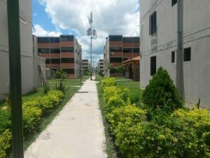 Apartamento En Venta En Municipio Los Guayos, Buenaventura, Venezuela, VE RAH: 17-502