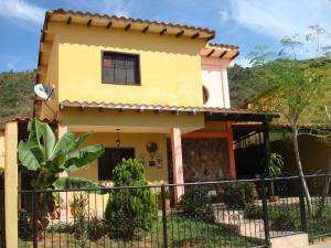 Casa En Venta En Municipio San Diego, El Polvero, Venezuela, VE RAH: 17-698
