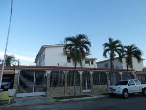 Casa En Venta En Valencia, Valles De Camoruco, Venezuela, VE RAH: 17-654