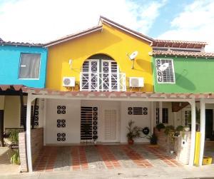 Townhouse En Venta En Municipio San Diego, Pueblo De San Diego, Venezuela, VE RAH: 17-520