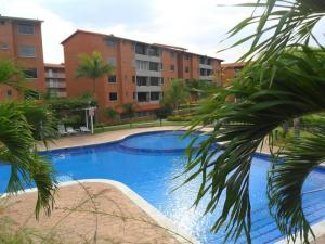 Apartamento En Venta En Guatire, Sector San Pedro, Venezuela, VE RAH: 17-522