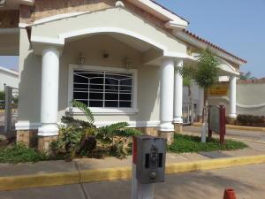 Townhouse En Venta En Maracaibo, Fuerzas Armadas, Venezuela, VE RAH: 17-559