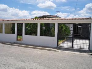 Casa En Venta En Guacara, Ciudad Alianza, Venezuela, VE RAH: 17-647