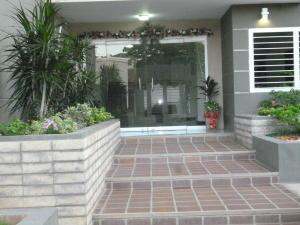 Apartamento En Venta En Maracaibo, Avenida Milagro Norte, Venezuela, VE RAH: 17-568