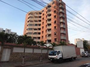 Apartamento En Venta En Catia La Mar, Playa Grande, Venezuela, VE RAH: 17-575