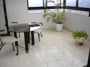 En Venta En Caracas - Lomas de Prados del Este Código FLEX: 17-589 No.1
