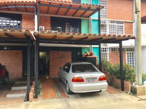 Townhouse En Venta En Guarenas, Nueva Casarapa, Venezuela, VE RAH: 17-594