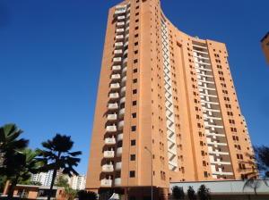 Apartamento En Venta En Valencia, Valle Blanco, Venezuela, VE RAH: 17-614