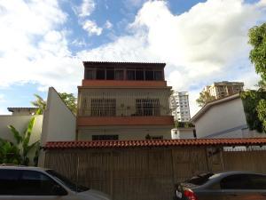 Galpon - Deposito En Alquiler En Caracas, Colinas De Santa Monica, Venezuela, VE RAH: 17-618