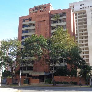 Apartamento En Venta En Valencia, Valles De Camoruco, Venezuela, VE RAH: 17-627