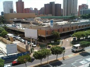 Local Comercial En Alquiler En Maracaibo, Avenida Bella Vista, Venezuela, VE RAH: 17-630