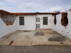 Casa En Venta En Barquisimeto, Parroquia El Cuji, Venezuela, VE RAH: 17-645