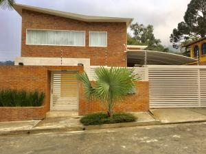 Casa En Venta En Caracas, La Boyera, Venezuela, VE RAH: 17-648
