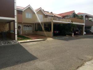 Townhouse En Venta En Cabimas, Universidad, Venezuela, VE RAH: 17-659