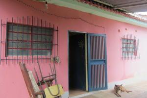 Casa En Venta En Santa Lucia, Santa Lucia, Venezuela, VE RAH: 17-689