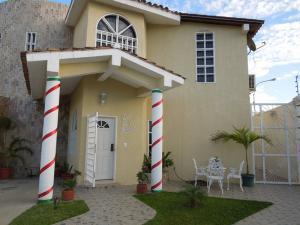 Casa En Venta En El Tigre, Sector Avenida Intercomunal, Venezuela, VE RAH: 17-705