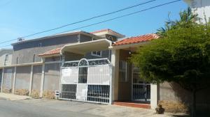 Townhouse En Ventaen Ciudad Ojeda, Calle Piar, Venezuela, VE RAH: 17-713