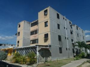 Apartamento En Venta En Municipio Los Guayos, Paraparal, Venezuela, VE RAH: 17-715