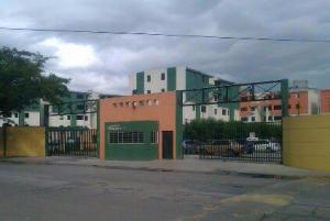 Apartamento En Venta En Municipio Los Guayos, Paraparal, Venezuela, VE RAH: 17-720