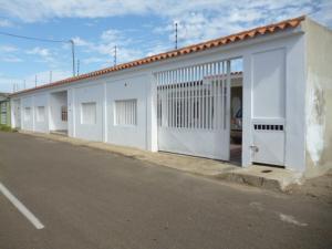 Casa En Venta En Punto Fijo, Puerta Maraven, Venezuela, VE RAH: 17-742