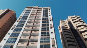 Apartamento En Venta En Valencia, La Trigaleña, Venezuela, VE RAH: 17-964