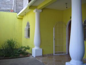Casa En Ventaen Maracay, Santa Rita, Venezuela, VE RAH: 17-820