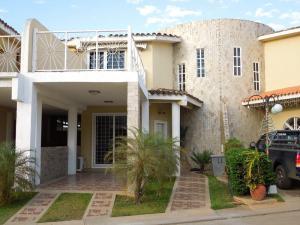 Casa En Alquiler En El Tigre, Sector Avenida Intercomunal, Venezuela, VE RAH: 17-853