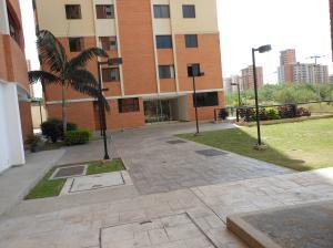 Apartamento En Venta En Valencia, Palma Real, Venezuela, VE RAH: 17-897