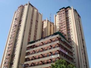 Apartamento En Venta En Maracay, Zona Centro, Venezuela, VE RAH: 17-875