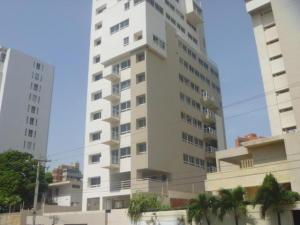 Apartamento En Venta En Maracaibo, Avenida El Milagro, Venezuela, VE RAH: 17-877