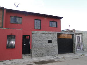 Casa En Venta En Maracay, Palo Negro, Venezuela, VE RAH: 17-884
