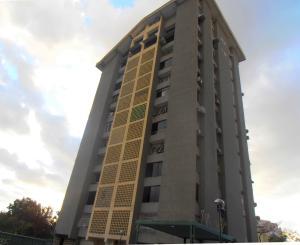 Apartamento En Venta En Maracay, Urbanizacion El Centro, Venezuela, VE RAH: 17-886