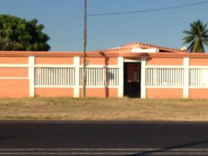 Casa En Venta En Santa Cruz De Mara, Via Santa Rita, Venezuela, VE RAH: 17-990