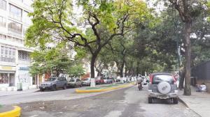 Apartamento En Venta En Caracas, Colinas De Bello Monte, Venezuela, VE RAH: 17-977