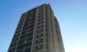 Apartamento En Venta En Maracaibo, Avenida Universidad, Venezuela, VE RAH: 17-986