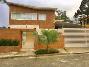 Casa En Alquiler En Caracas, La Boyera, Venezuela, VE RAH: 17-987