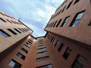 Apartamento En Venta En Caracas, Colinas De La Tahona, Venezuela, VE RAH: 17-1033