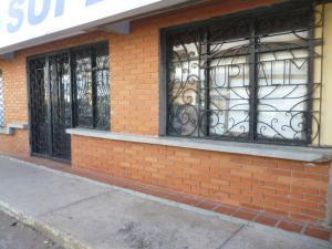 Local Comercial En Alquiler En Punto Fijo, Santa Irene, Venezuela, VE RAH: 17-1055