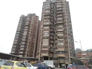 Apartamento En Venta En Caracas, Catia, Venezuela, VE RAH: 17-1060